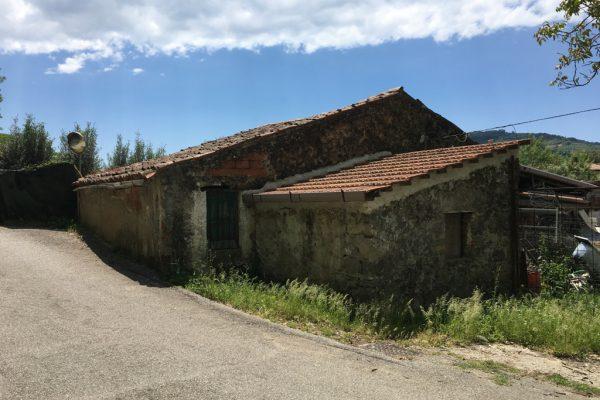 Omignano Scalo - Rudere e terreno